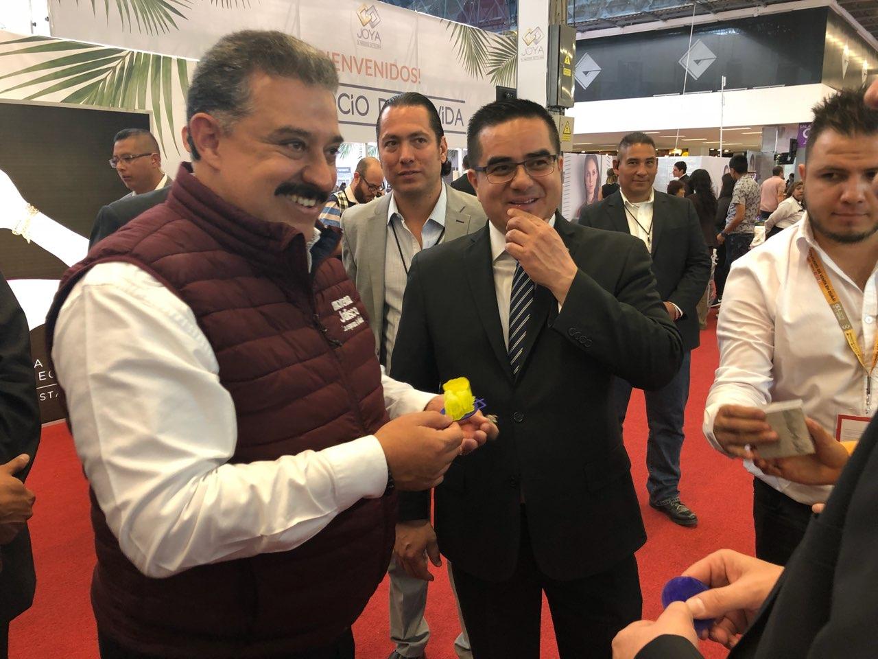 dfffb9b91259 Este martes Carlos Lomelí candidato de Morena al Gobierno de Jalisco visitó  y recorrió los pabellones de la Expo Joya